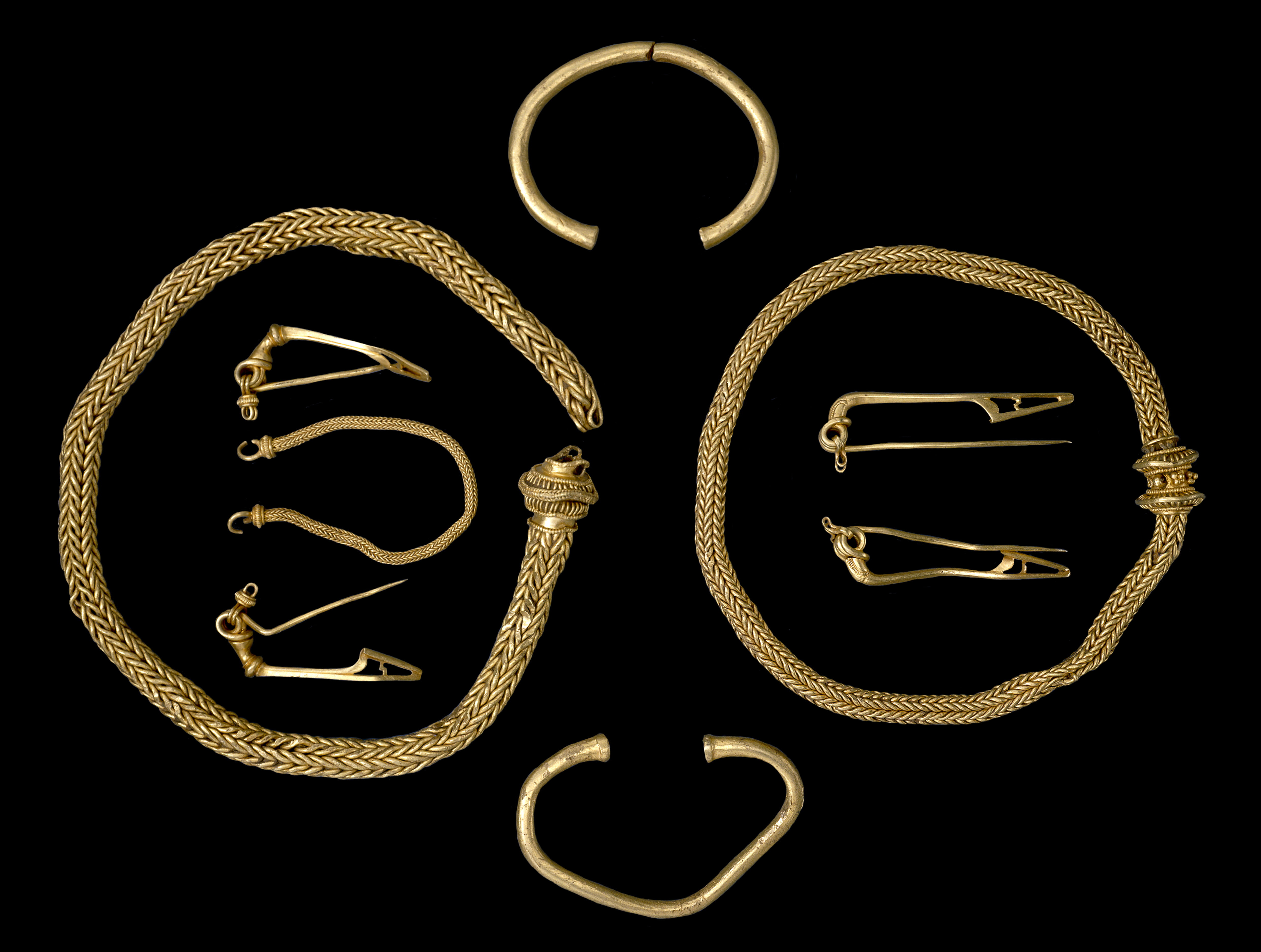 Fileiron Age Jewellery From The Winchester Hoard Findid 509442