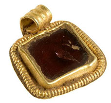 7th-century gold and garnet pendant from elsewhere in Hammerwich