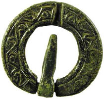 Annular brooch (pin set in a narrowed area)