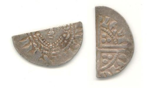 A resized image of Obverse and reverse of a Henry III cut halfpenny.