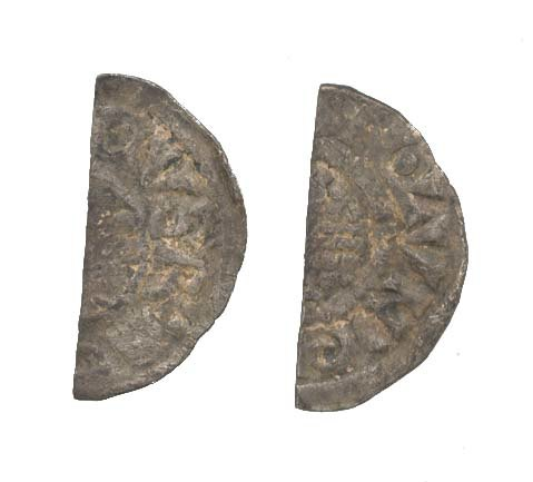 WAW-337710: Obverse and reverse of a Henry III cut halfpenny.