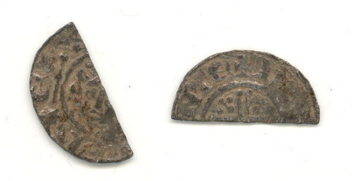 WAW-719278: Obverse and reverse of a Henry III cut halfpenny.