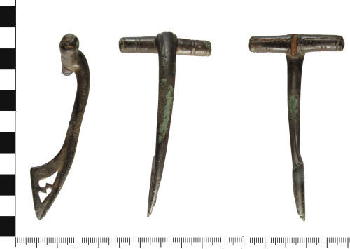 WAW-8DC613: Roman brooch: Initial T-Shaped Brooch (profile, plan and reverse).