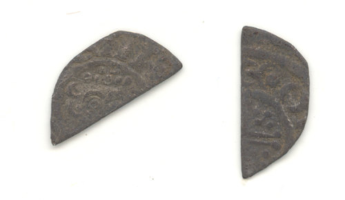 WAW-933D61: Obverse and reverse of a short cross cut halfpenny.