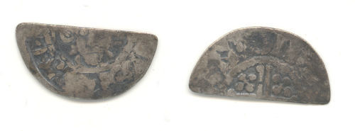 WAW-FCD3C7: Obverse and reverse of a short cross cut halfpenny.