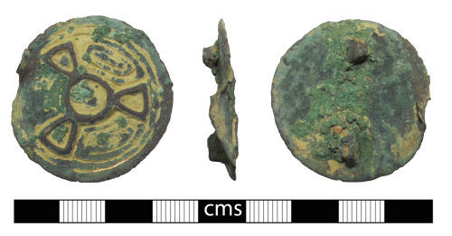 BERK-6DD561: Early-medieval brooch: Disc brooch (Jewelled imitation)