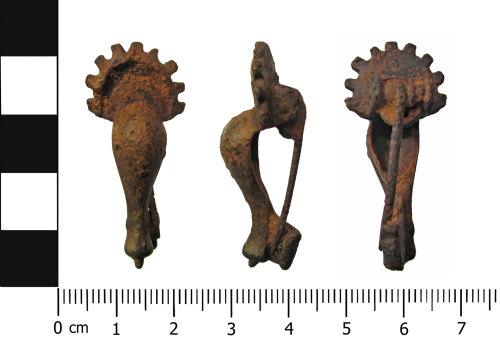 OXON-41D6FF: Roman brooch: Radiate headed knee brooch