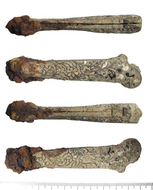 LIN-2F9CD1: Post-medieval enamelled copper-alloy knife handle