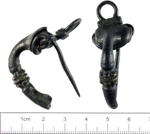 YORYM-E4E2F6: Roman : Trumpet Brooch