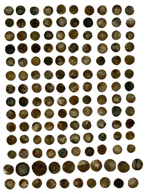A resized image of Treasure case 2008 T423, 293 Medieval silver coins from Piddletrenthide, Dorset