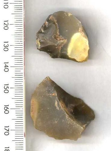WMID-AA1068: Two possible worked flint scrapers, datin to the Neolithic period between 4000-2500 BC.