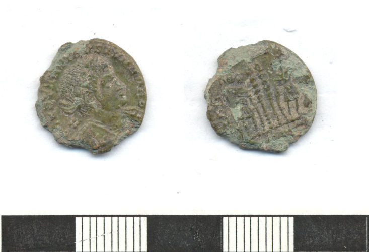 ESS-D1E135: Copper alloy Roman nummus with 'two soldiers two standards' reverse