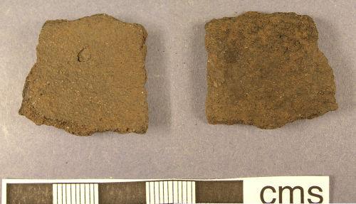 LANCUM-B28F70: Roman pottery sherd (obv., rev.)