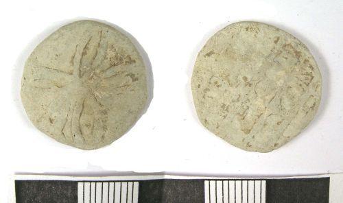 LANCUM-2CB515: Medieval or Post-Medieval lead token (obv., rev.)