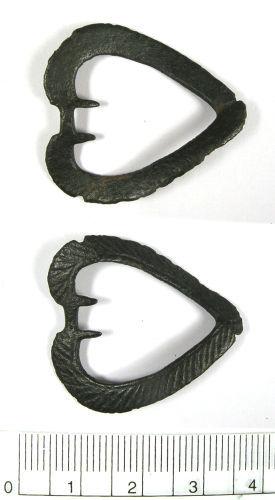 LANCUM-EA1096: Medieval heart-shaped brooch