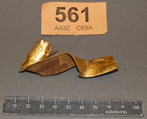 STAFFS-63ED76: A gold sword hilt collar