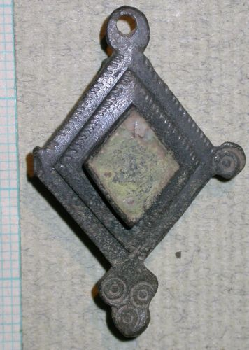 SUR-60E027: 03/531 Plate brooch, front view