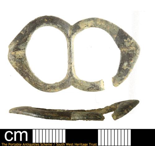 SOM-5325C5: Post Medieval double loop buckle