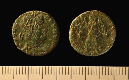 IOW-D8C6B5: Nummus of Valens. RIC 32b.