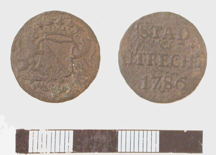 LVPL-8FF056: Copper alloy duit of the Low Countries (Netherlands). Minted in 1786 in Utrecht.