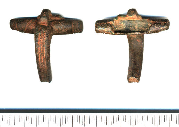 SF4738: Colchester derivative / Polden Hill variant BOW BROOCH