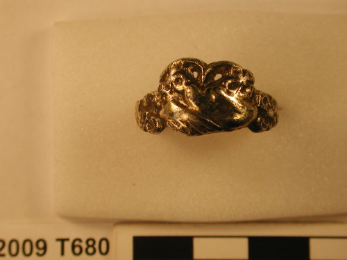 NARC-40BE96: Silver-gilt finger ring, 2009T680