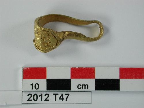 CAM-98BB56: Post Medieval gold signet ring