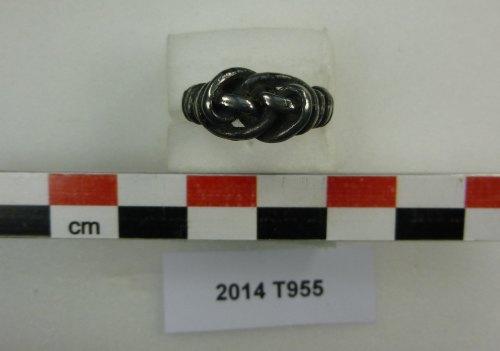 ESS-AC7474: Modern silver spiral finger-ring (bezel)