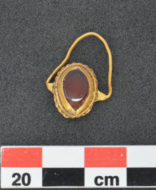 PAS-4EA424: Gold finger-ring of unknown date or origin