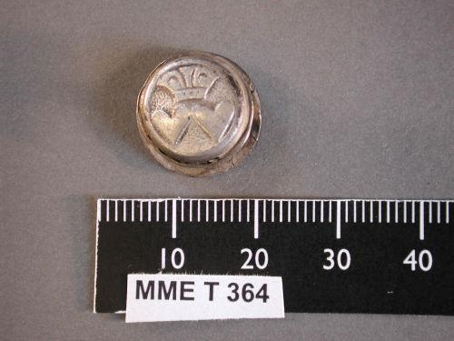 BM-CAA2C7: M&ME T364 Post-Medieval silver button