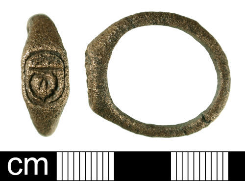 BH-E8E821: Medieval to post-Medieval finger ring