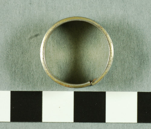GLO-19A336: 2007 T383 Post Medieval silver finger ring view 1