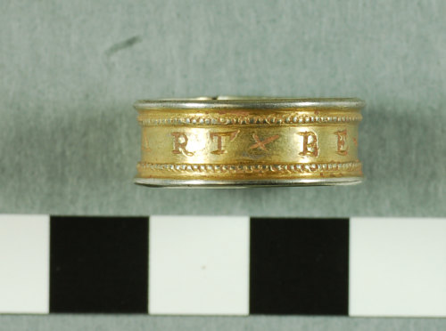 A resized image of 2007 T383 Post Medieval silver finger ring view 3