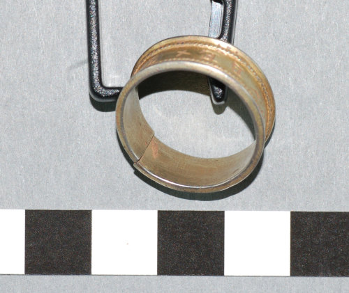 A resized image of 2007 T383 Post Medieval silver finger ring view 5