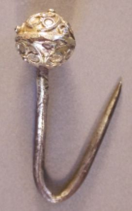 KENT-6806D6: A silver gilt Post Medieval pin