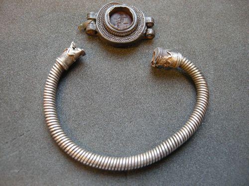 PAS-A7DC11: Roman silver bracelet with intaglio