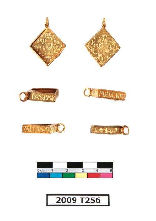 ESS-2C4836: 2009 T256 Medieval Pendant