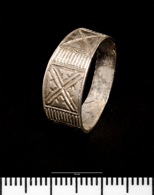 NMGW-3D1996: Medieval silver finger-ring
