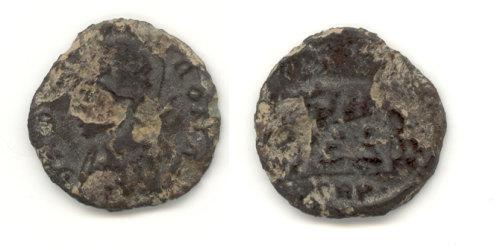 HESH-37B117: Roman Coin 4th Century URBS ROMA