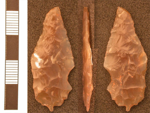 HESH-548857: Leaf shaped flint arrowhead of probable Middle Neolithic to Early Bronze Age date (2900 - 2150 BC).