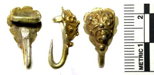 BUC-D98EA8: Post medieval silver gilt dress hook