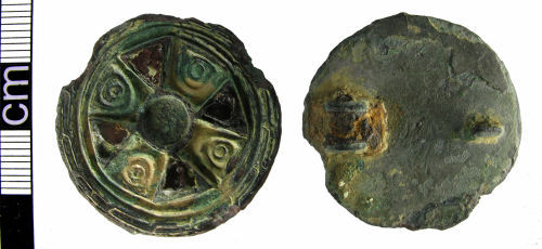 HAMP-9B6151: Early medieval disc brooch in the Kentish 'keystone' style