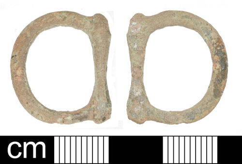 SOM-E68B17: Post-medieval double-looped buckle