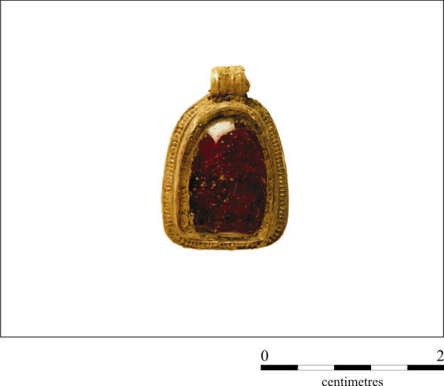 CAMHER-9C4BA8: Gold Anglo Saxon pendant with D-shaped cabochon garnet setting