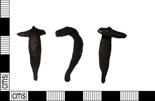 LANCUM-CFBC27: Roman brooch Colchester derivative 'T' shaped Dolphin mid Ist century AD.