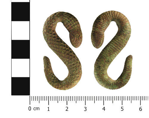WMID-42DE85: Early Post Medieval to modern zoomorphic strap fitting or belt hook (front and reverse)