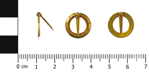 WMID-962ED9: Medieval gold annular brooch (profile, front and reverse)