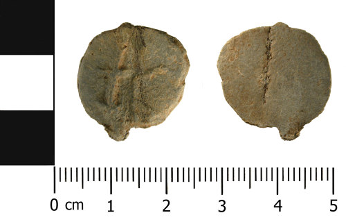 WMID-D9D744: Medieval - Post Medieval lead alloy token (front and reverse)