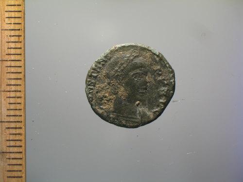 BM-56D5F8: Roman coin : nummus of Constans, GLORIA EXERCITVS (obverse)
