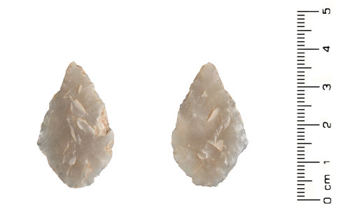 HESH-DAB3A2: Neolithic leaf shaped arrowhead (front and reverse)